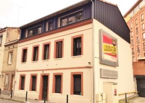 Surélévation et rénovation complète d'un immeuble pour la création de 12 logements. Une conception réalisation SILVEA Architectes.