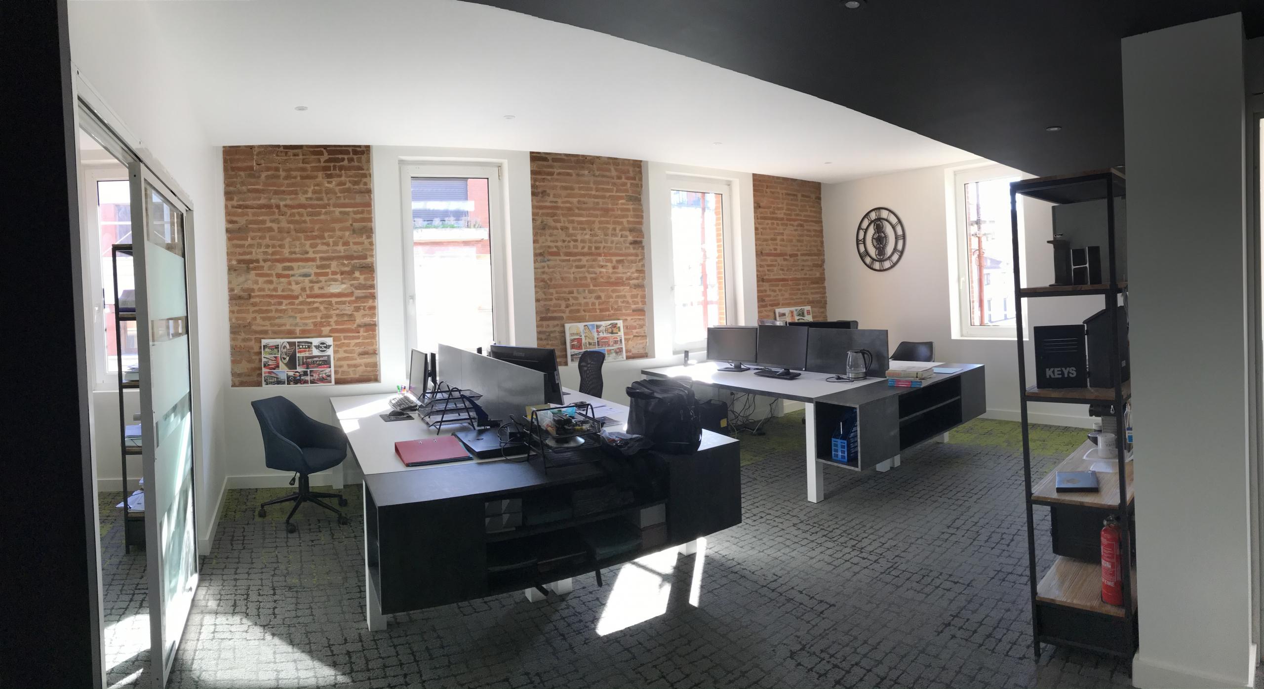 Surélévation et rénovation complète d'un immeuble pour la création d'espace de bureaux. Une conception réalisation SILVEA Architectes.